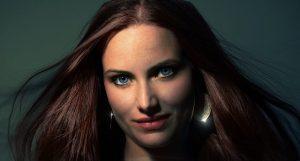 Mujer pelo tintado color natural oscuro